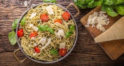 spaghettis aux tomates cerises, parmesan et basilic