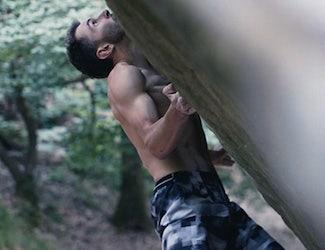 Manu Cornu escaladant une paroi rocheuse