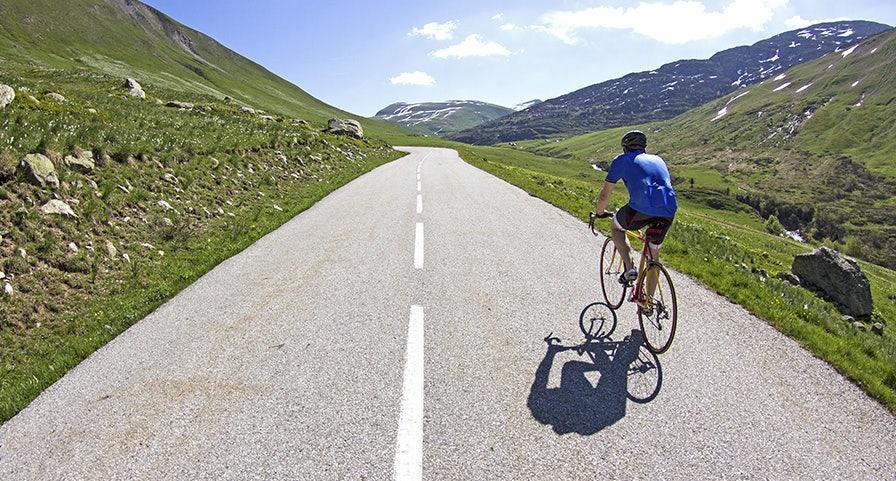cycliste de dos en montage