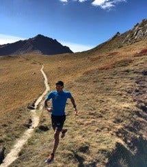 Triathlète français Tony Moulai en montagne
