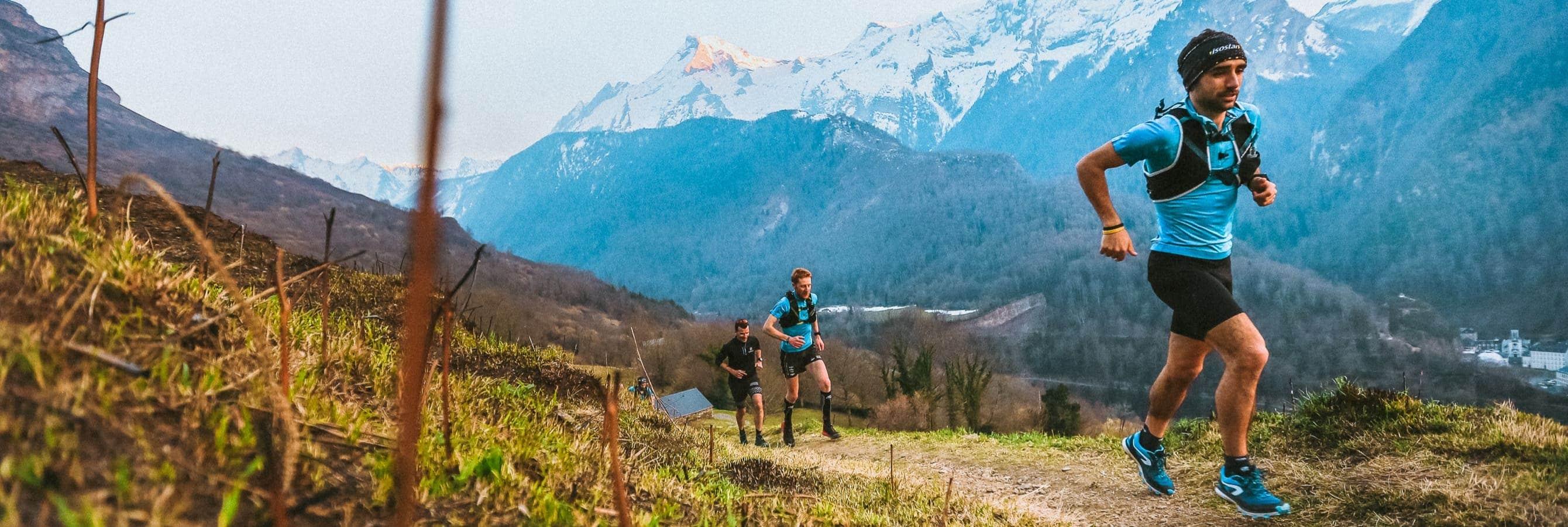 La team Isostar avec Jonathan Parisé, Augustin Guibert et Régis Durand lors du Grand trail de la vallée d'Ossau